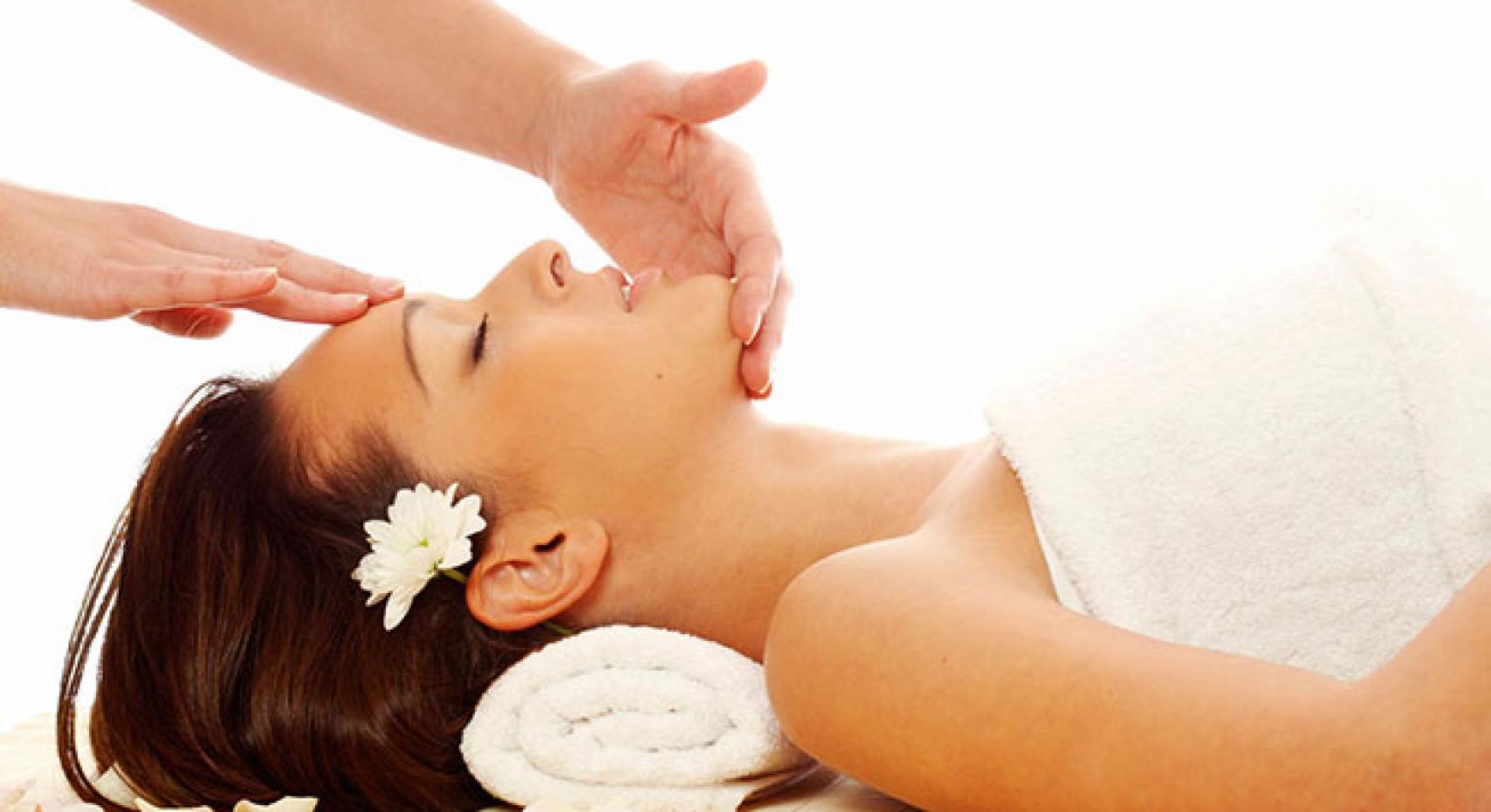 Массаж кожи лица: виды и преимущества процедуры
